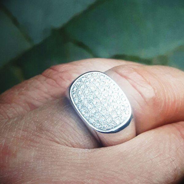 witgouden ring met 59 briljanten