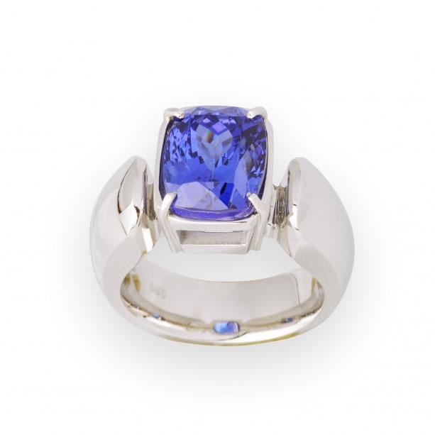 Ring met diep blauwe tanzaniet