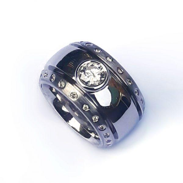 strakke bolle ring van oud goud